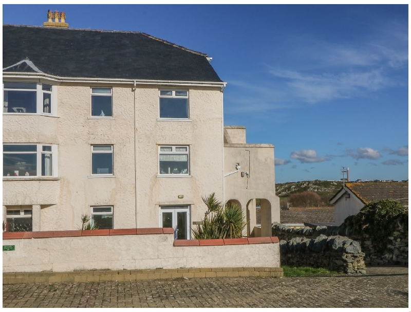 Click here for more about 38 Plas Darien. Peredur Suite