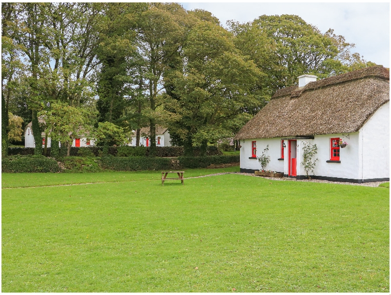 Click here for more about No. 7 Tipperary Thatched Cottages