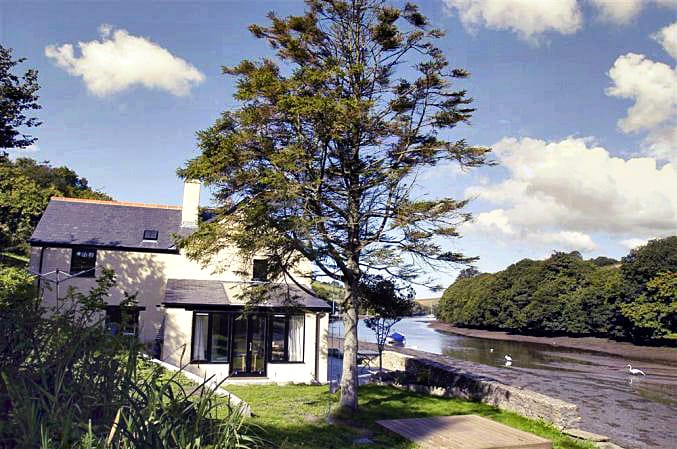 Click here for more about Waterhead Cottage